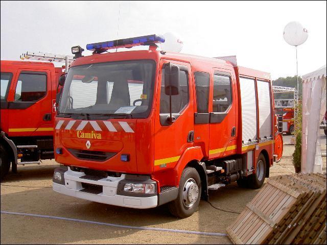 Ce véhicule peut accueillir jusqu'à 6 sapeurs-pompiers, il est utilisé pour la lutte contre l'incendie. Quel est son nom ?
