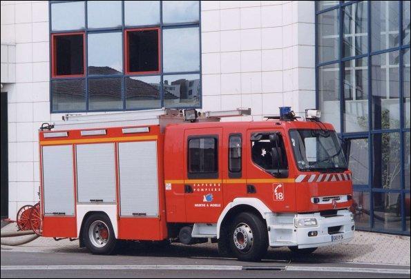 Cet engin mixte est utilisé pour la lutte contre l'incendie et pour la désincarcération. Comment se nomme-t-il ?
