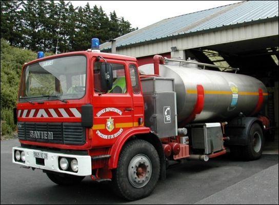 Quel est le nom de cet engin principalement utilisé pour alimenter d'autres véhicules d'incendie ?