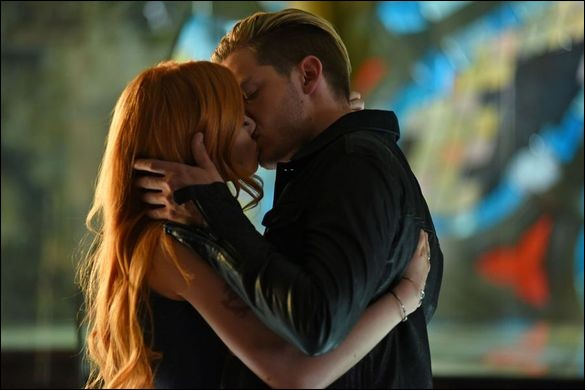 Dans quel épisode a lieu le premier bisou entre Clary et Jace ?