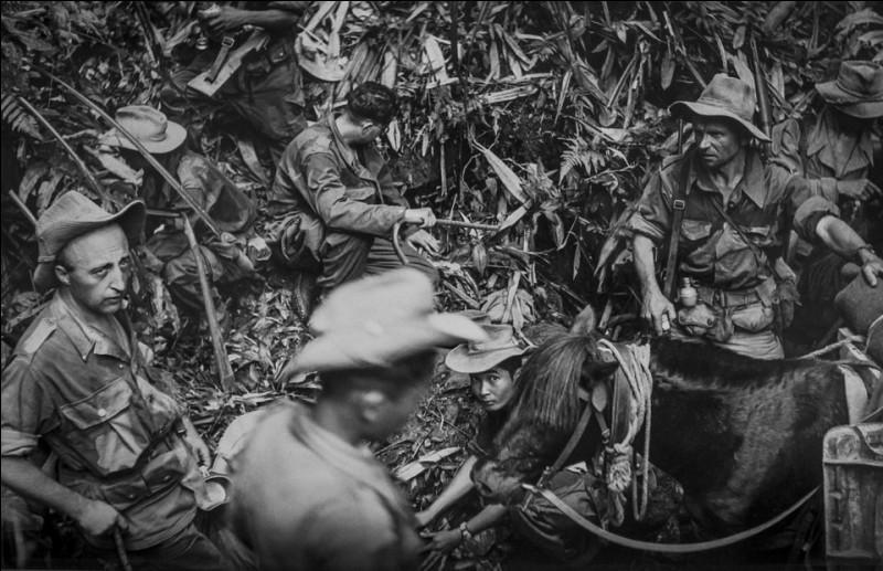 Cette violente bataille opposa le corps expéditionnaire français à l'essentiel des troupes vietnamiennes et se déroula dans le nord du Viet Nam actuel. Elle accéléra les négociations engagées à Genève pour le règlement du conflit. Quelle fut cette défaite française qui fut le dernier affrontement majeur de cette étape de la guerre d'Indochine ?