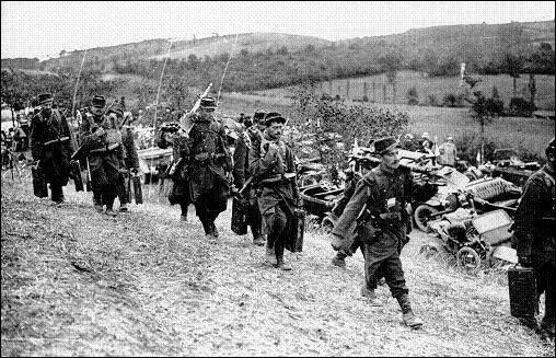 Une boucherie qui provoqua 195 000 morts. Pour stopper l'avancée des soldats de Guillaume II, Joffre et Gallieni vont contre-attaquer et refouler les Allemands : la semaine de cette bataille est l'une des plus meurtrières de toute la guerre. Quel est le nom de cette bataille où 750 000 Allemands et près d'un million de Franco-Britanniques se sont affrontés ?