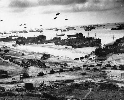 Commençons par l'un des plus célèbres affrontements de l'Histoire : on y verra plus de 150 000 soldats des forces alliées débarquer. En 3 mois, pas moins de trois millions sont allés ouvrir un nouveau front face aux Allemands. Quelle est celle qu'on appelle la plus grande des batailles de la Seconde Guerre mondiale ?