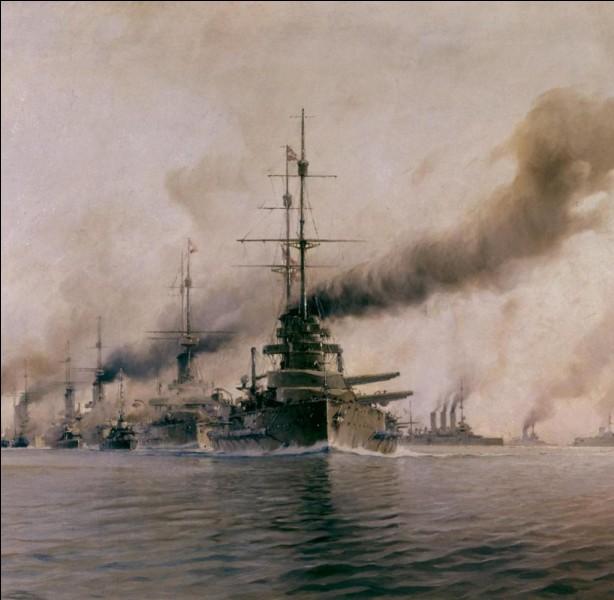 D'imposantes forces navales furent en mer du Nord, opposants 237 navires de guerre (destroyers anglais et torpilleurs allemands). Les Britanniques contraignirent la flotte allemande à engager le combat mais, malgré leur supériorité numérique, les Allemands leur échappèrent.Quelle est cette bataille dont l'issue est une victoire tactique allemande mais aussi une victoire stratégique britannique ?