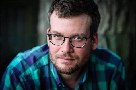 Qui est ce John, écrivain américain, auteur de livres pour jeunes adultes, considéré comme une des personnes les plus influentes du monde ?