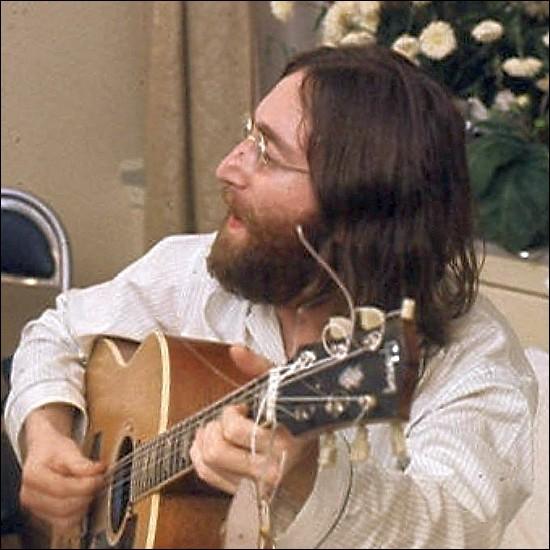 Qui est ce John, musicien, guitariste, auteur-compositeur, chanteur et écrivain britannique, mort assassiné le 8 décembre 1980 à l'âge de 40 ans ?