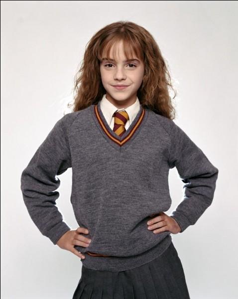 Quelle créature attaque Hermione dans les toilettes des filles ?