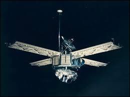 Mariner 9 est la première sonde à se mettre en orbite autour d'une planète autre que la Terre. Autour de quelle planète est-elle toujours en orbite ?