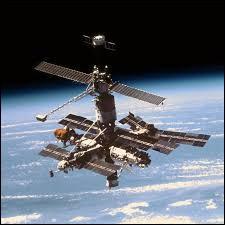 Quelle est la période d'activité de la station spatiale russe Mir ?