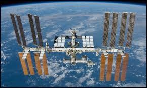 Combien de temps la Station spatiale internationale (ISS) met-elle pour faire le tour de la Terre ?
