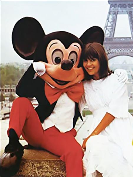 """En 1977, Chantal Goya devient la première """"ambassadrice Disney"""" française. De quel personnage n'a-t-elle pas fait la promotion ?"""