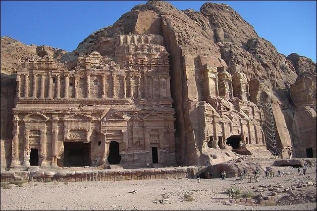 Dans quel pays actuel peut-on visiter le site antique de Pétra ?