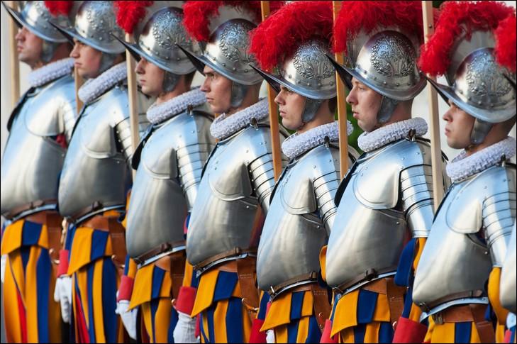 Quelle est la nationalité des gardes pontificaux ?