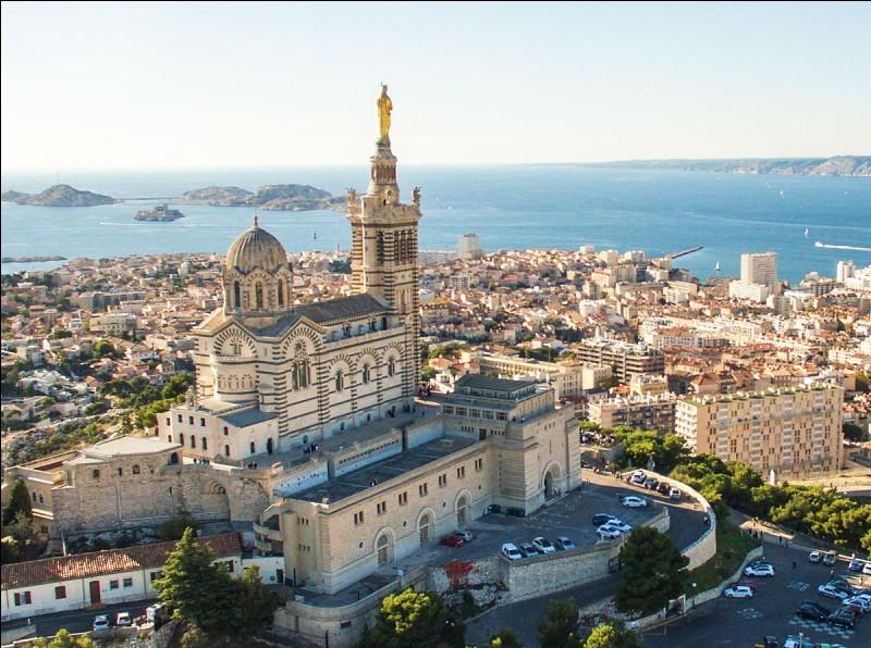 Quel est le surnom de la basilique Notre-Dame-de-la-Garde à Marseille ?