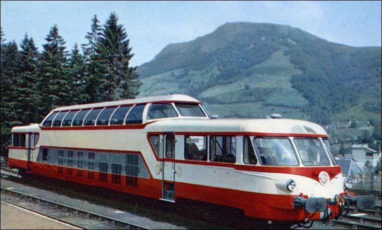Quel constructeur a également marqué son empreinte dans le domaine ferroviaire en produisant des trains ?