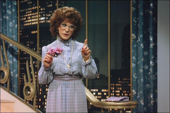 Il est Dorothy Michaels dans ce film
