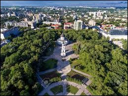 De quel pays Chișinău est-elle la capitale ?