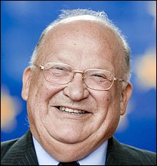 Membre de la famille politique qui a le plus souvent gouverné la Belgique, les chrétiens-démocrates flamands. Premier ministre de 1992 à 1999. Après la crise de 2008, il est devenu président du conseil d'administration du groupe Dexia. Qui est cet homme décédé à Quimper en 2014 ?