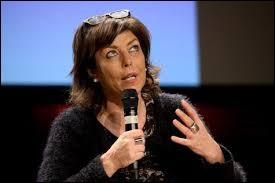 Face à des écoliers, lors du tournage d'une émission télévisée, Joëlle Milquet a montré son mauvais caractère et persisté dans son erreur en affirmant que...