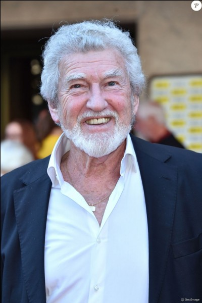 """Cet acteur, surtout spécialisé dans le doublage, a joué dans """"Le Cerveau"""", """"Peau d'âne"""", """"Les Pétroleuses"""", """"Les Mariés de l'an II"""", """"Le Mur de l'Atlantique"""" : c'est ..."""