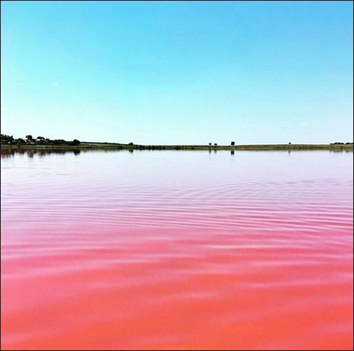 """""""Malinovoye"""", tel est le nom de ce lac de l'Altaï : ce qui veut dire ... (Complétez !) Quelle est la particularité de son sel ?"""
