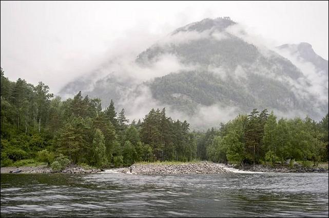 C'est dans une autre chaîne de montagnes que l'on trouve le Teleskoïe, d'une profondeur de plus de 360 m ! Quel est le nom de ces montagnes du sud sibérien ?