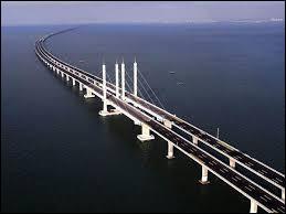 Le pont Danyang-Kunshan en Chine est le plus long du monde.Quelle est sa longueur totale ?