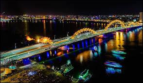 Le pont du Dragon franchit le fleuve Han à Da Nang.Dans quel pays crache-t-il du feu tous les soirs ?