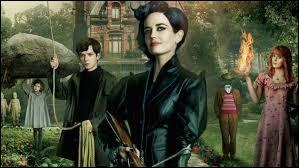 """Complétez le titre du film : """"Miss Peregrine et les enfants _________""""."""
