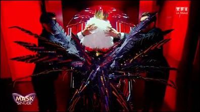 Qui était sous le costume de l'aigle ?
