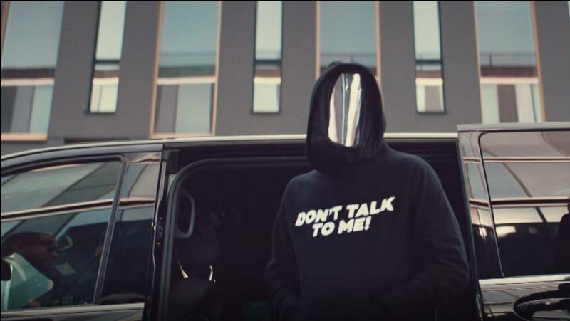 Que signifie la citation 《 Don't talk To me 》 sur chaque sweat des participants ?