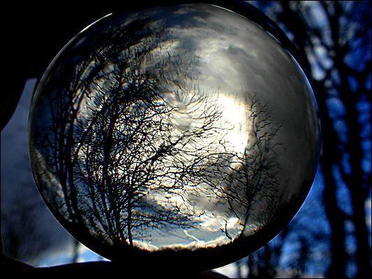 Face à une boule de cristal...