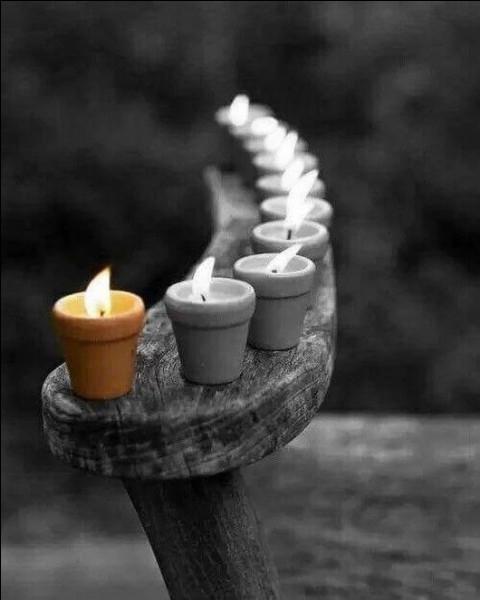 En magie blanche, quelle est la couleur de la bougie destinée à neutraliser les influences négatives, au désenvoûtement, et à la protection occulte ?