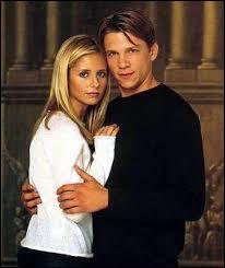 À partir de quelle épisode Buffy et Riley sont-ils ensemble ?