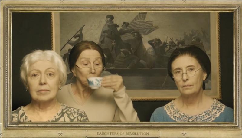 """Tout pourrait laissez croire que ces trois """"filles de la Révolution"""" participent à une """"tea party"""". Mais que désignait ce terme, à l'origine ?"""