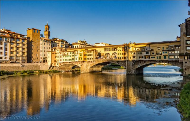 Par quel fleuve la ville de Florence est-elle traversée ?