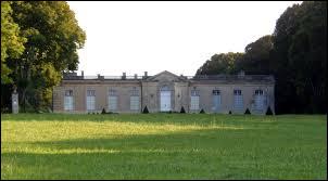 Je vous emmène dans le Calvados, à la découverte du château de Juvigny-sur-Seules. Petit village de 85 habitants, il se situe en région ...