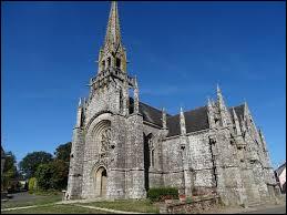 Nous sommes en Bretagne devant l'église Notre-Dame de Kernascléden. Commune de l'arrondissement de Pontivy, elle se trouve dans le département ...