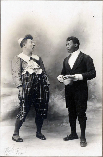 Comment s'appelait le 1er clown noir de la scène française ?