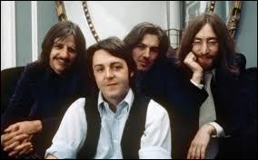 ''Come Together'' est un titre des Beatles. ''Together'' signifie ''ensemble''. En 2000, quel chanteur a enregistré une chanson portant ce titre en compagnie de 1 000 choristes ?