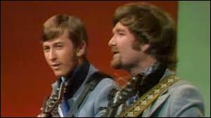 ''In The Year 2525'' était chanté par Zager and Evans, un duo formé dans la ville de Lincoln au Nebraska. Qui a incarné Abraham Lincoln dans le film de Steven Spielberg ?