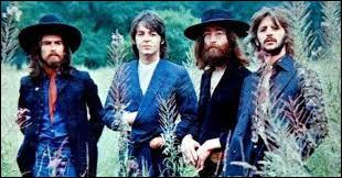 Les Beatles ont chanté ''Here Comes the Sun''. Quel quotidien français correspond au journal anglais The Sun ?
