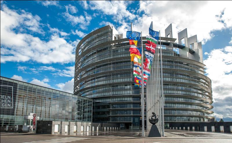 Quel pays de l'Union européenne a le moins de députés au Parlement européen ?