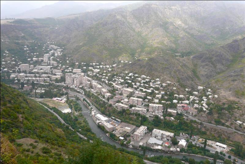 Parmi ces trois pays, lequel n'est pas limitrophe de l'Arménie ?