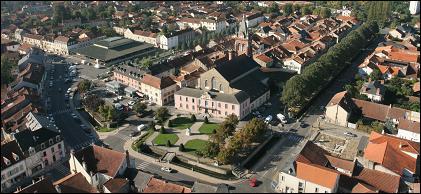 Cette petite ville de 4 900 habitants du département des Hautes-Pyrénées, située dans la vallée de l'Adour, c'est ...