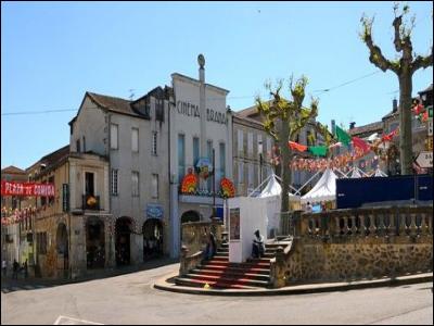 Ce bourg de 3 500 habitants du département du Gers, situé sur les collines de l'Armagnac, c'est ...