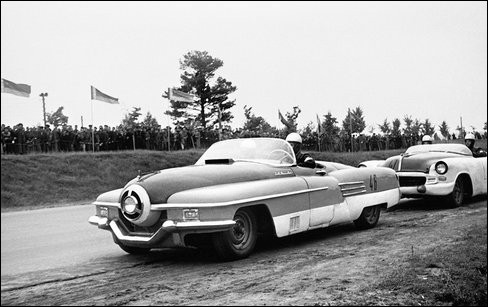 Ce bidule, surnommé ... , atteignait les 190 km/h, ce qui était une belle performance sur les pistes en 1950 !