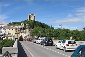 Nous commençons notre balade avec cette vue de Crest et de la tour du même nom. Commune d'Auvergne-Rhône-Alpes, dans l'arrondissement de Die, elle se situe dans le département ...