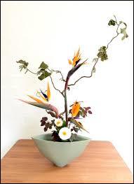 L'art floral japonais est aussi connu sous le nom...