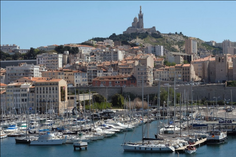 Avant qu'elle ne s'appelle Marseille, comment s'appelait cette ville ?